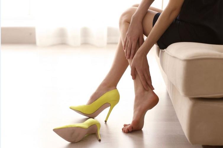 Ψηλά τα κούνια και υγεία των ποδιών στις γυναίκες